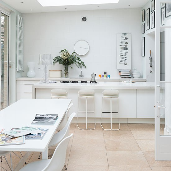 White Kitchen Designs On Open Plan: Modern Open-plan White Kitchen