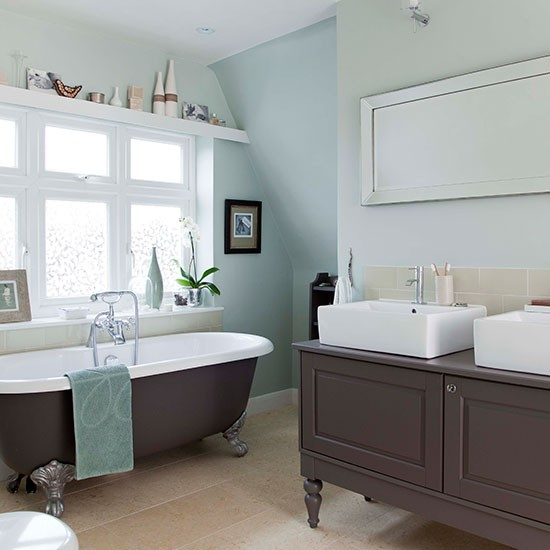 Be Inspired By This Country-style Bathroom