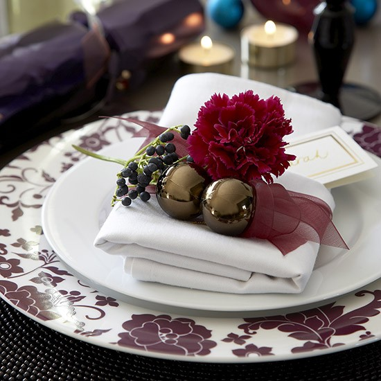 Homespun napkin rings | Budget Christmas table ideas | Dining room | PHOTO GALLERY | Ideal Home | Housetohome.co.uk
