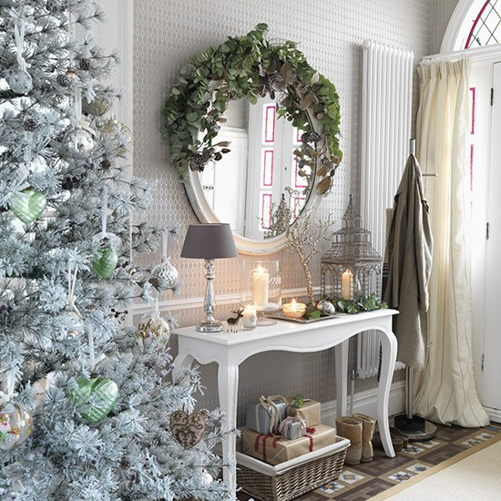 Home Design Ideas For Christmas: White Hallway With Metallic Decorations