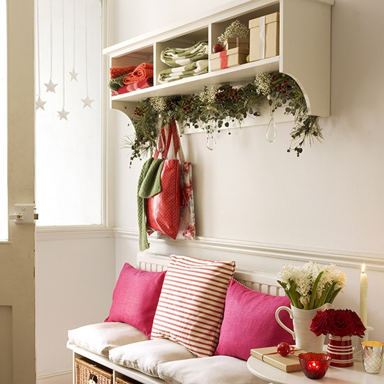 Elegant And Neutral Christmas Foyer: Hallway With Undershelf Christmas Swag