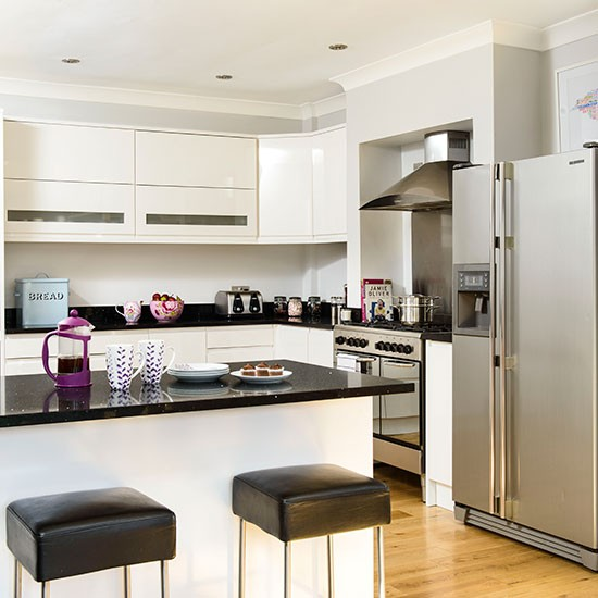 Kitchens With White Cabinets And Black Granite: Modern White Kitchen With Black Granite Worktops