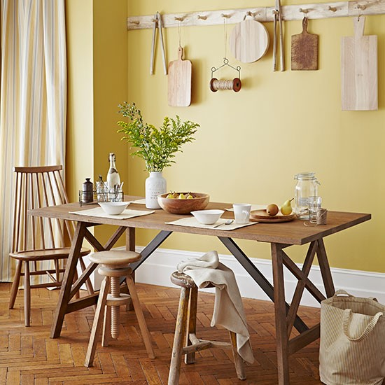 Country Dining Room: Primrose Yellow Country Dining Room