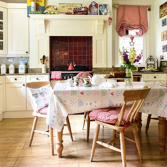 Country Vintage Home Decor: Vintage Country-style Kitchen