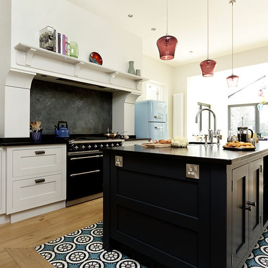 Open Plan Kitchens In Kenya: Open-plan Kitchen With Black Island And Range Cooker
