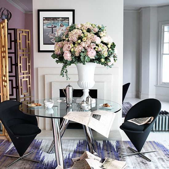 Take Out Wall Between Formal Dining Room And Our Living: Chic Dining Room With Glass Table