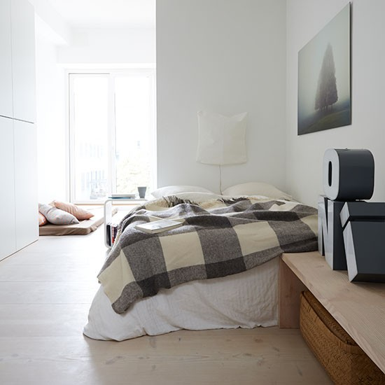 Off White Bedroom: Sectioned-off Guest Bedroom