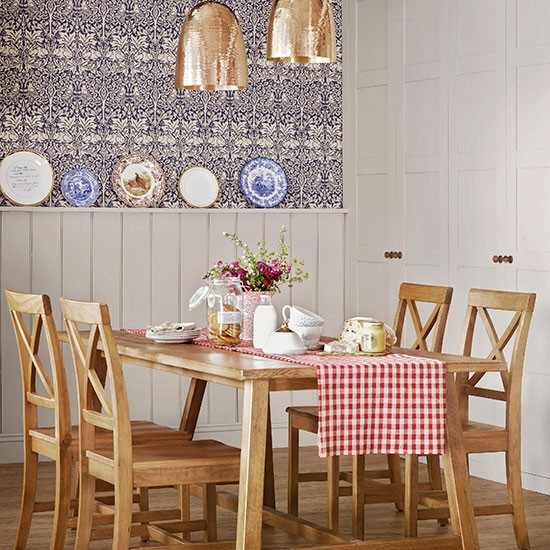 Country Style Dining Room: Country-style Dining Room With Panelling