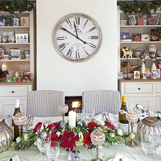 37 Stunning Christmas Dining Room Décor Ideas: Eclectic Christmas Dining Room