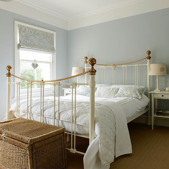 Cream Bedroom Decor: Pale Blue And Cream Bedroom