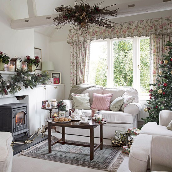 Country floral living room dressed for Christmas ...