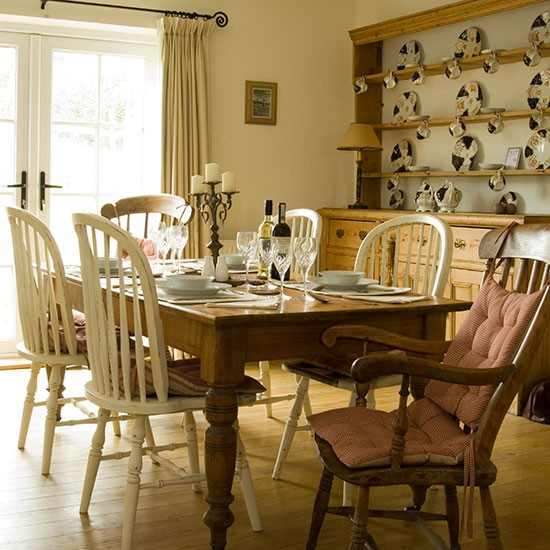 Country Dining Room: Country Dining Room With Farmhouse Table