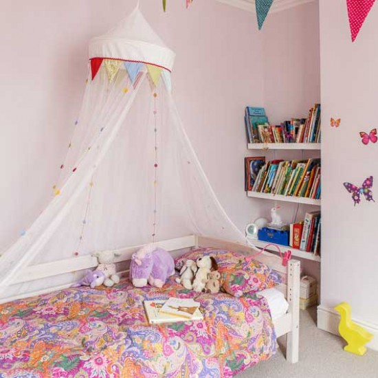 Child S Room: Child's Room With Bed Canopy