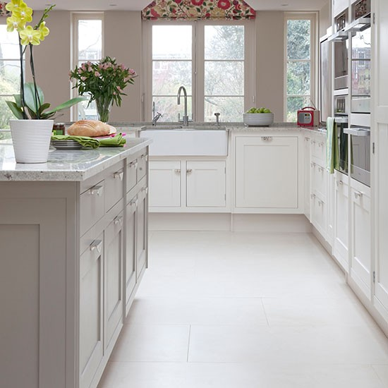 Grey And White Kitchens: Pale Grey And White Traditional Kitchen