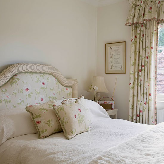 White Bedrooms Images: Off-white Classic Floral Bedroom
