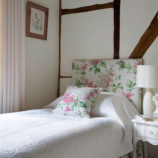Small Bedroom Decorating Ideas Uk Small Bedroom Ceiling Fan Bedroom Lighting Low Ceiling Bedroom Door At Night: White Country Bedroom With Floral Furnishings