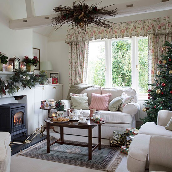 Beautiful Home Living Rooms: Country Christmas Living Room With Pink Accents
