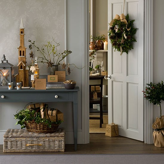Home Decor Ideas Hall: Natural Foliage Christmas Hallway