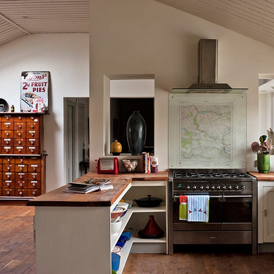 How To Divide An Open Plan Space 9 Ideas: Peninsula Unit In Vintage Style Open-plan Kitchen