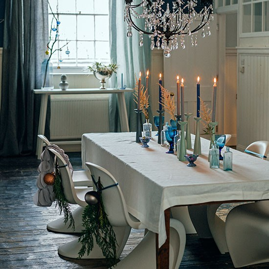 Christmas Dining Room With Chandelier