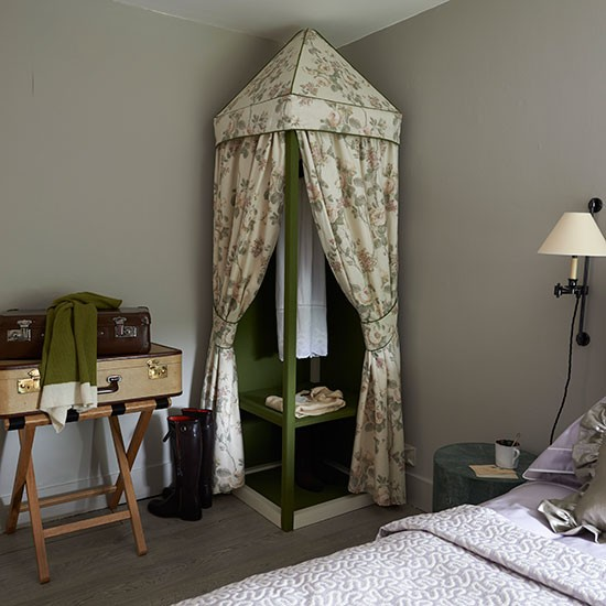 Guest Bedroom Decorating Ideas Budget Lego Bedroom Curtains Master Bedroom Black And White Bedroom Cabinet Designs: Guest Room With Statement Storage