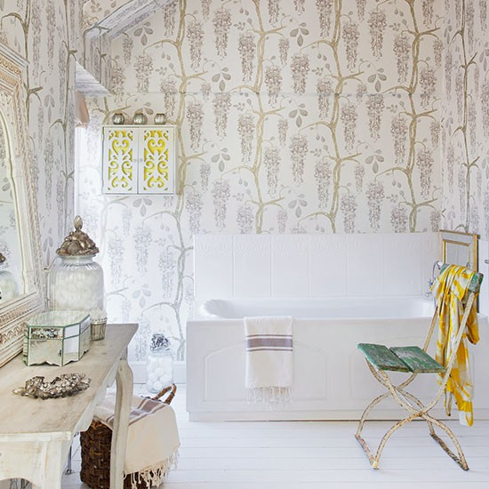 Shabby Chic Bathrooms: Summer Decorating Ideas