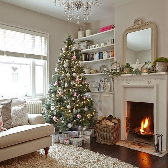 Living Room Tree Art: Cream Living Room With Christmas Tree