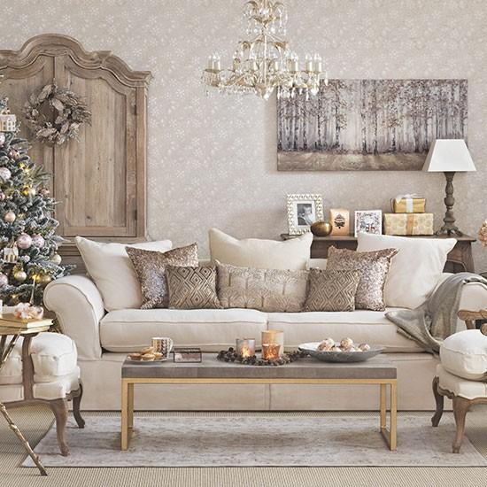 Gold Home Decor Ideas: Gold Christmas Living Room