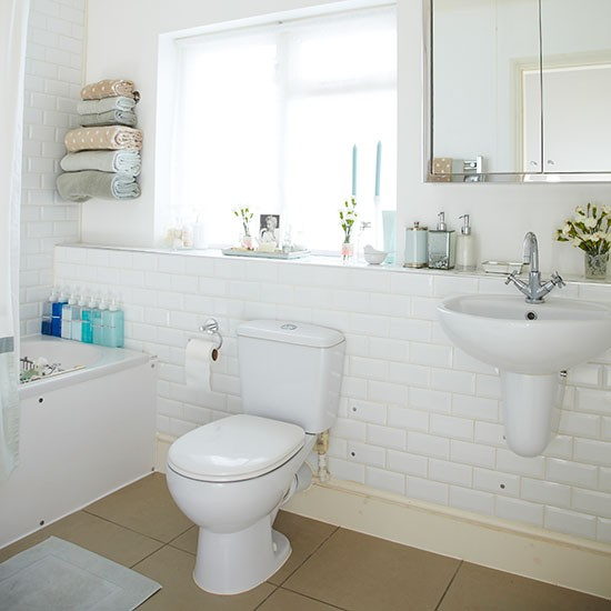 Traditional Bathroom With White Tiles Decorating