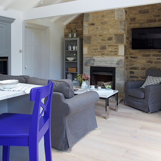 Open Plan Living Room Decor: Open-plan Living Room With Stone Wall
