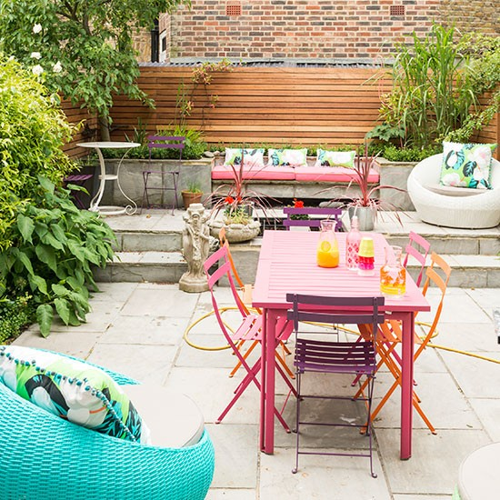 Patio Designs On A Budget Uk: Patio With Mix And Match Furniture