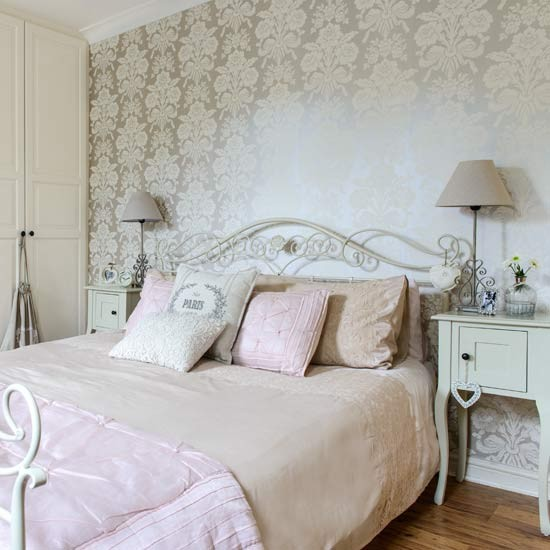 French Bedroom Design Ideas: French-style Bedroom With Gold Wallpaper