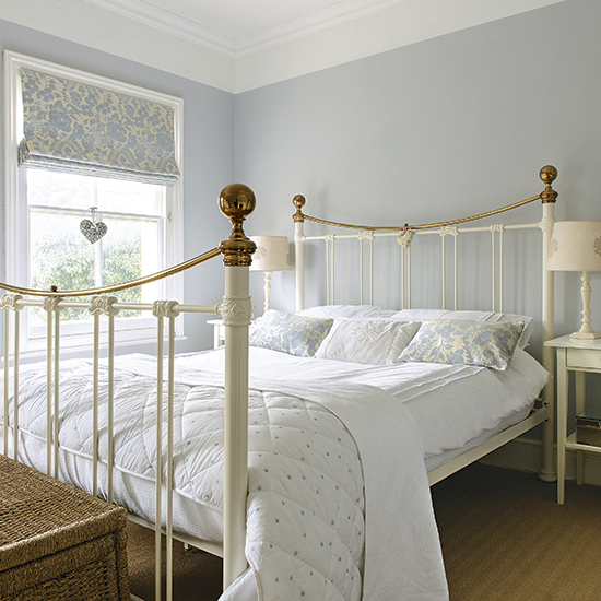 Country Chic Bedroom Decorating Ideas: Pale Blue Bedroom With Traditional White Bed Frame