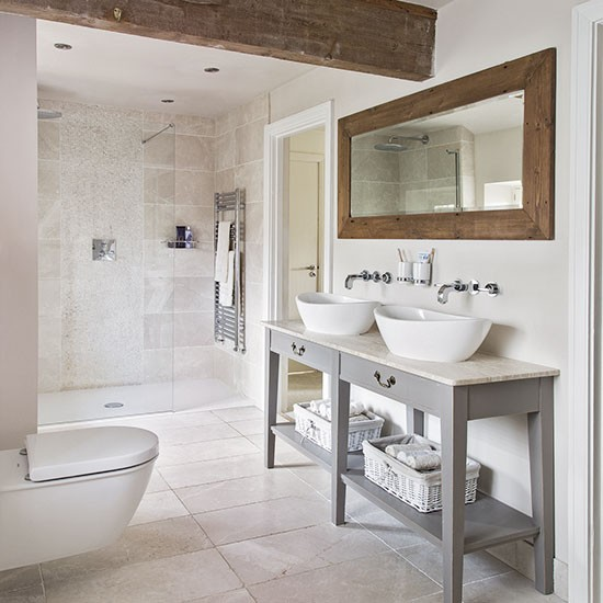 Gorgeous Ways To Incorporate Scandinavian Designs Into: Neutral Tiled Bathroom With Wooden Beams