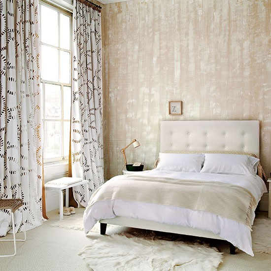 Wallpaper Bedroom Ideas: Neutral Bedroom With Textured Wallpaper