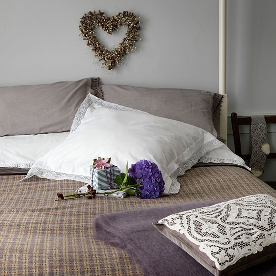Rustic White And Grey Bedroom: Rustic Grey Bedroom With Heart Wreath
