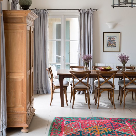Dining Room Flooring: Dining Room With Tiled Floor And Rug