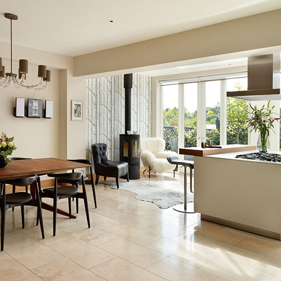 Warm And Cosy Open-plan Kitchen