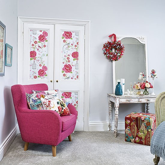 Country Shabby Chic Bedroom Ideas: Country Shabby Chic Bedroom With Distressed Dressing Table
