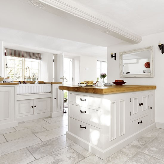Country Style Kitchens: White Country-style Kitchen With Peninsula