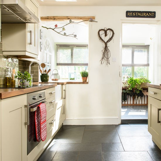 Country Kitchen Cabinets Pictures: Cream Country Kitchen With Twig Artwork
