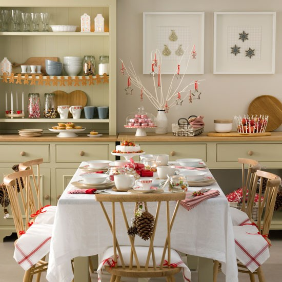 Budget Christmas Decorating Ideas: Red And White Christmas Dining Room With Cookie Cutter
