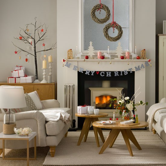 33 Best Christmas Country Living Room Decorating Ideas: Woodland-inspired Christmas Living Room With Twig Wreaths