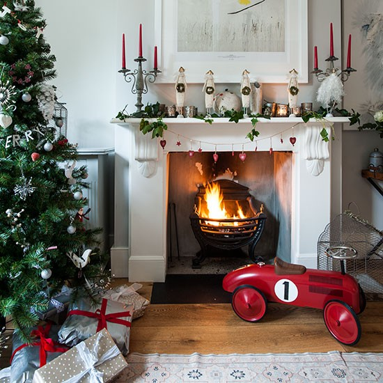 Traditional Christmas Decorating Ideas: White Living Room With Decorated Fireplace