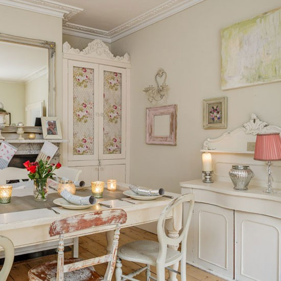 Shabby Chic Dining Room: Shabby-chic Christmas Dining Room With Shimmering Votives