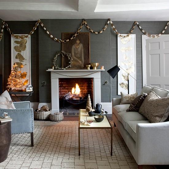 33 Best Christmas Country Living Room Decorating Ideas: Contemporary Christmas Living Room