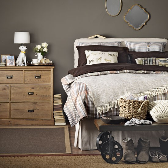 Warm Bedroom Decorating Ideas: Cosy Bedroom In Deep Chocolate Tones