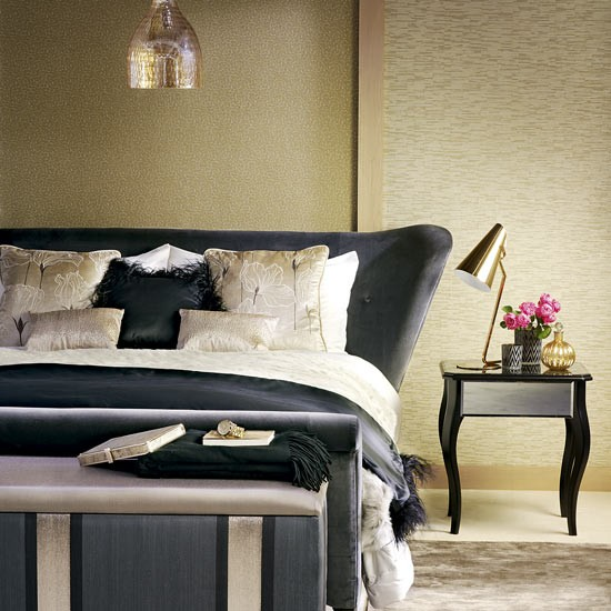 Bedroom Color Schemes With Gold Sleigh Bedroom Sets Bedroom Lighting Pinterest Duck Egg Wallpaper Bedroom Ideas: Gold Bedroom With Black Sleigh Bed