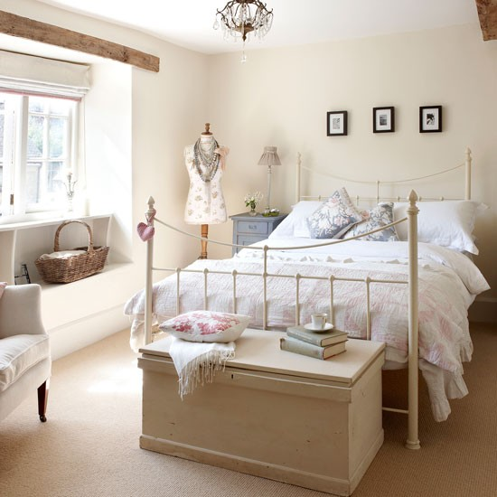 Cream Bedroom Decor: Modern Country Style: Blue And White Colour Scheme