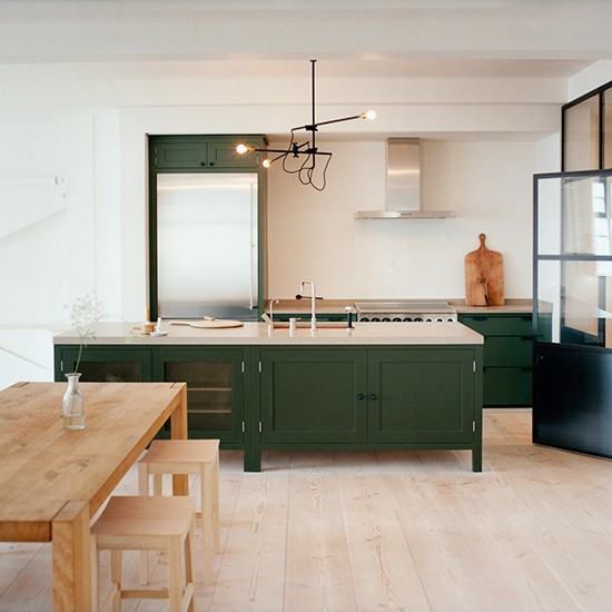 Greene And Greene Kitchen Cabinets: Modern Wood Kitchen With Green Freestanding Cabinetry